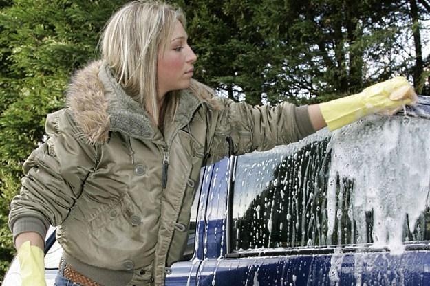 Mycie nadwozia samochodu nie wystarczy... /