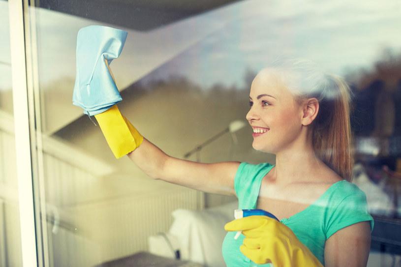 Mycie okien nie musi być twoim utrapieniem /123RF/PICSEL
