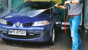 Mycie samochodu. Jak nie uszkodzić auta przy myciu bezdotykowym