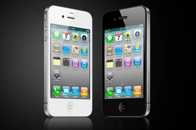 Na białego iPhone'a czekalismy długo i nadal go nie ma. Jak będzie teraz /AFP