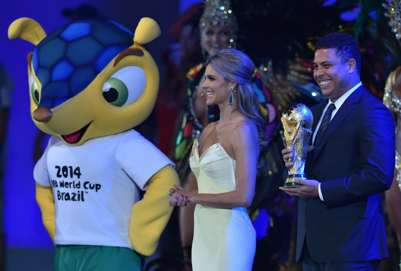 Na ceremonii otwarcia mistrzostw świata nie zabraknie znanych osobistości (pierwszy z prawej Ronaldo) /AFP
