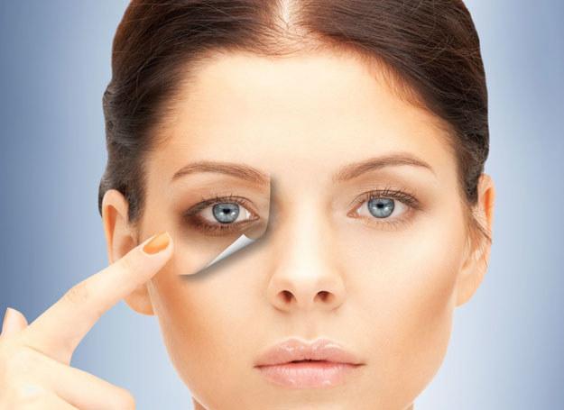 Na cienie po oczami, szybkim ratunkiem może być makijaż /©123RF/PICSEL