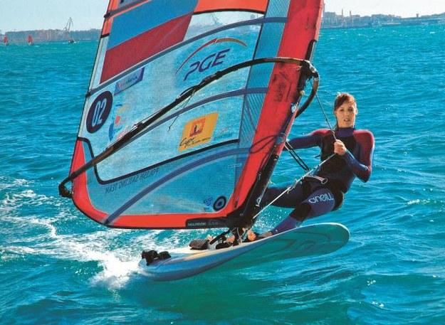 Na Cyprze panują doskonale warunki do uprawiania windsurfingu. Wie o tym doskonale Zofia...