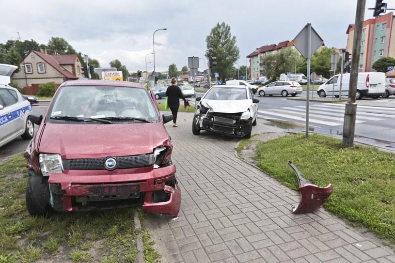 Na dług wobec ubezpieczycieli składają się między innymi sytuacje, w których sprawca wypadku nie miał wykupionego OC i musi zwrócić wypłacone odszkodowania /Piotr Jędzura /Reporter