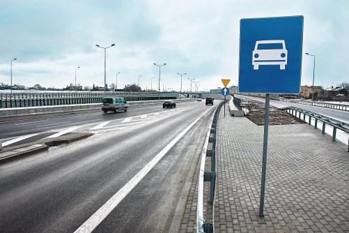 Na drodze ekspresowej maksymalna prędkość to 120 km/h. Jednak na ekspresówce jednojezdniowej wynosi 100 km/h. /Motor