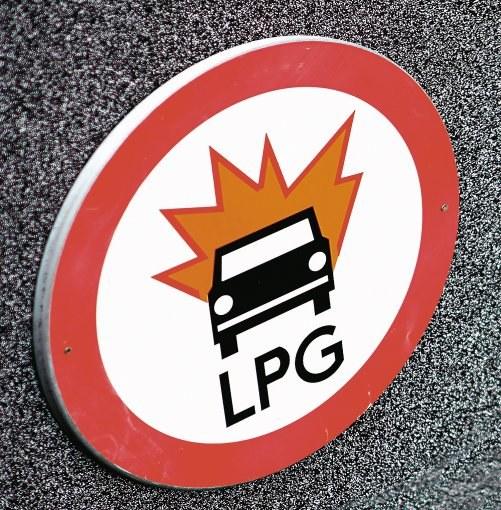 Na jakie parkingi można wjeżdżać autem z LPG? /Motor