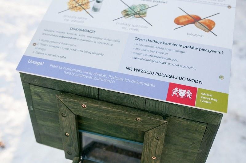 Na każdej z instalacji znajdują się informacje dla karmiących ptaki /Karol Stańczak/ZDiZ /Internet