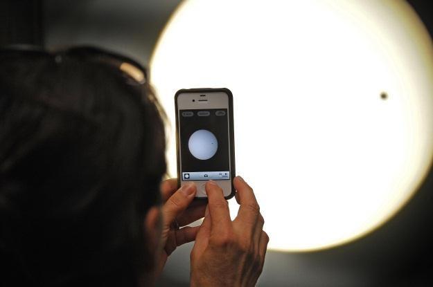 Na kolejnego iPhone'a nie będzie trzeba czekać tyle co na tranzyt Wenus /AFP
