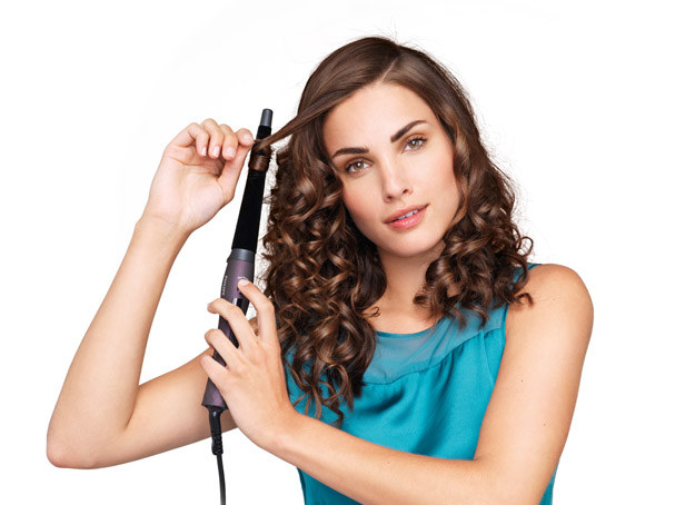 Na lokówce szybko i łatwo skręcisz włosy /materiały prasowe