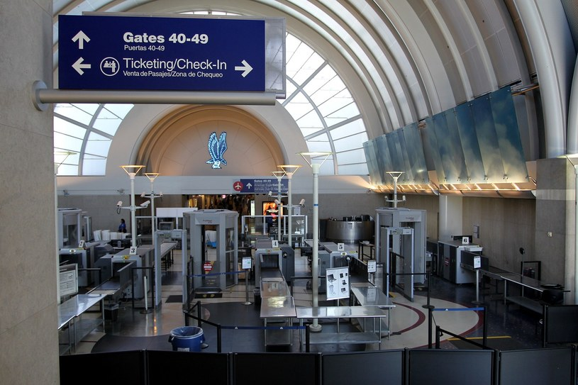 Na lotnisku padły strzały /AFP