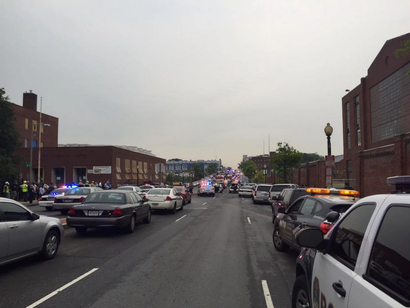 Na miejscu natychmiast pojawiły się policyjne wozy /The Washington Post /