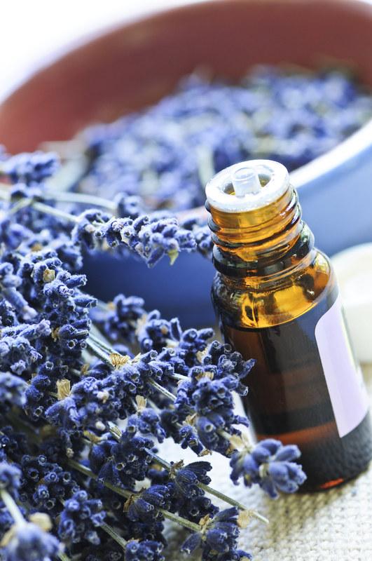 Na migreny pomaga olejek lawendowy  /© Panthermedia