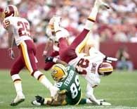 Na murawie FedEx Field walka nie toczyła się tylko o wygraną w NFL... /AFP