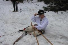 Na nartach w stylu retro po wielkanocne jajo. Tak bawią się w Zakopanem!