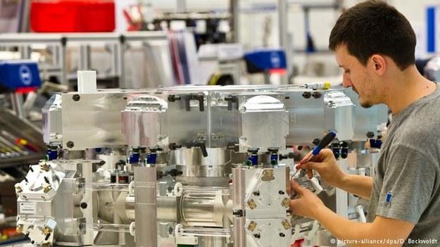Na obsadzenie czeka w Niemczech ponad milion miejsc pracy. To rekord. Nadal wielkim wzięciem cieszą się inżynierowie /Deutsche Welle