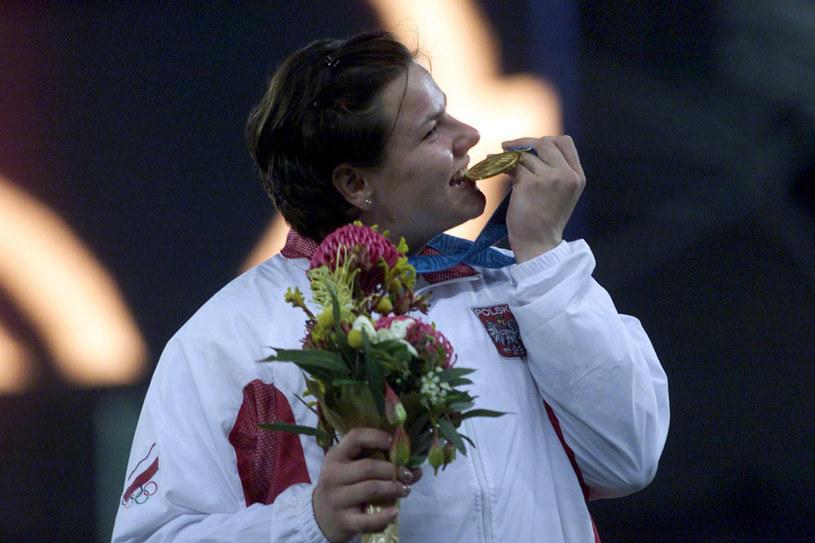 Na olimpiadę w Sydney w 2000 r. Kamila Skolimowska pojechała, żeby się uczyć i zdobywać doświadczenie. Wróciła ze złotym medalem, bijąc przy okazji rekord Polski i rekord świata juniorek. /Reporter