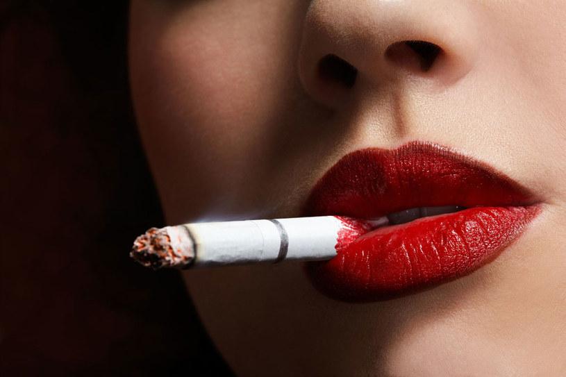 Na pewno pojawią się momenty, że życie bez papierosa wyda ci się gorsze. Poczujesz, że coś tracisz, i będziesz miała do siebie żal, że sobie to robisz. Pomyśl wówczas, że to nie będzie trwało wiecznie! /123RF/PICSEL