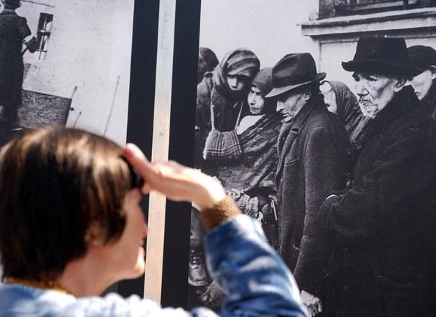 Na Placu Bohaterow Getta organizowane są wystawy poświęcone życiu w gettcie fot. Andrzej Rubis /Forum Zdrowia