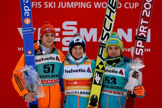 Na podium w Engelbergu stoją (od lewej): Andreas Wenninger, Kamil Stoch i Jan Ziobro. /AFP