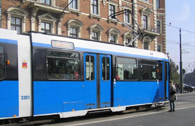 Na pojazdach krakowskiego MPK pojawiły się naklejki, które informują o /INTERIA.PL