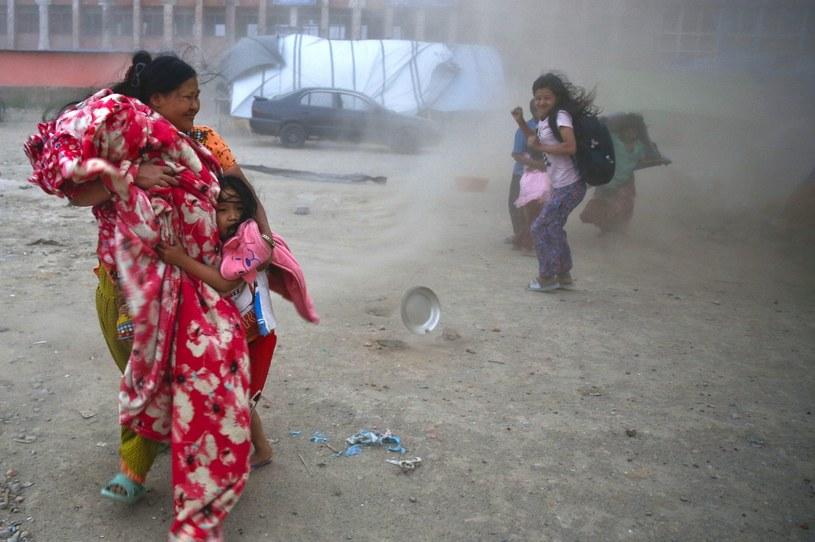 Na północnym zachodzie Nepalu tysiące ludzi uciekają /PAP/EPA