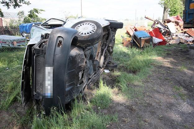 Na polskich drogach rocznie ginie około 4 tysięcy osób, w tym ponad 1300 pieszych /PAP