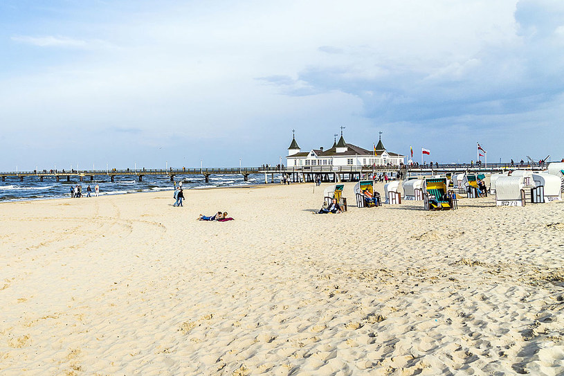 Na polskie wybrzeże ściągają turyści nie tylko z Polski, ale też z Niemiec i Skandynawii /©123RF/PICSEL