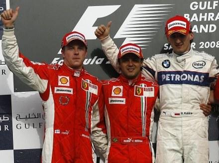 Na razie Robert góruje nad kierowcami Ferrari wzrostem. Gdy dostanie lepszy bolid, to... /AFP