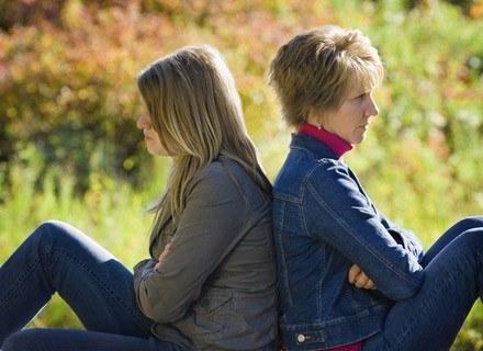 Na relacje między dziećmi i rodzicami negatywny wpływ wywiera również szybkie tempo życia /© Panthermedia