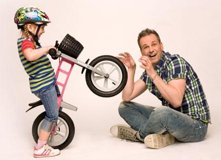 """Na rowerach bez pedałów nawet """"ospałe leniuchy"""" zmieniają się w entuzjastycznych rowerzystów /materiały prasowe"""