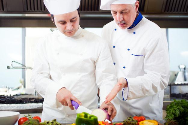 Na Sądecczyźnie potrzebni są m.in. kucharze i szefowie kuchni /123RF/PICSEL