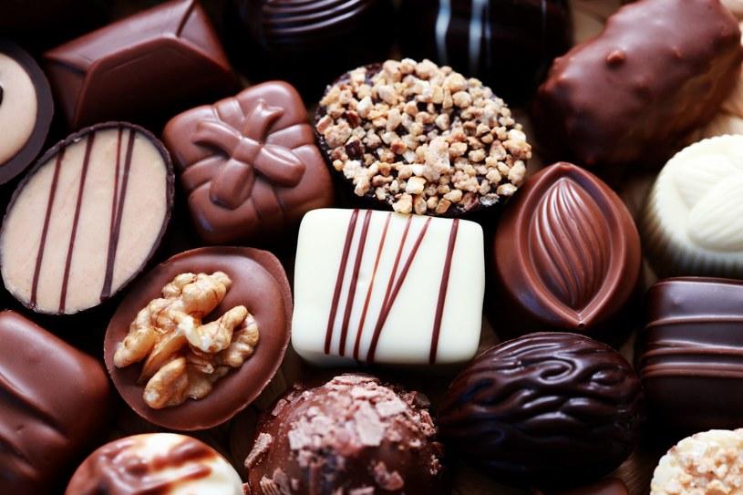Na samą myśl o czekoladzie często cieknie nam ślinka /123RF/PICSEL