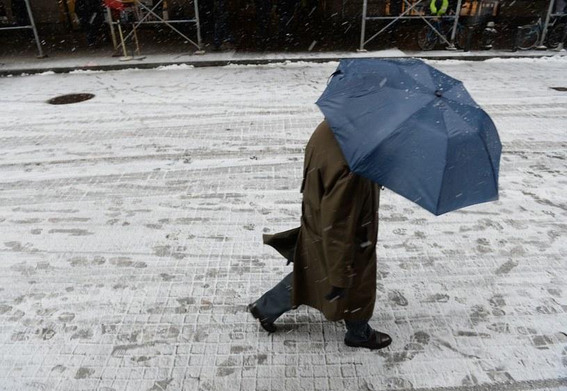 Na skutek różnych incydentów związanych ze złą pogodą zmarły 24 osoby /AFP