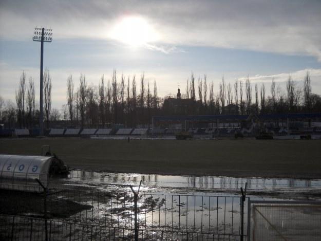 Na stadionie Hutnika wyłączono prąd. /INTERIA.PL