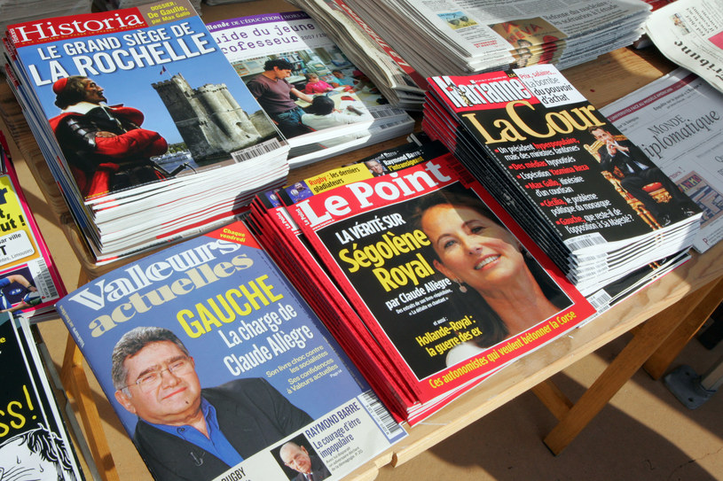 Na stoisku prasa francuska /PIERRE ANDRIEU /AFP