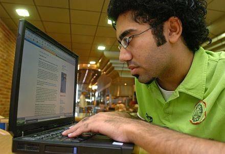 Na świecie przybywa blogerów /AFP