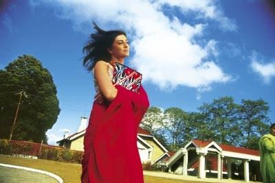"""Na taką pogodę gwiazdy Bollywood nie mają co liczyć w Zakopanem - kadr w filmu """"Jestem przy tobie"""" /"""