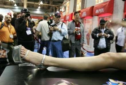 """Na targach AVN """"modelki"""" promowały pornograficzne strony w wersji 2.0 /AFP"""