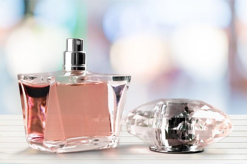 Na trwałość perfum ma wpływ m.in. światło i wilgoć /materiały prasowe