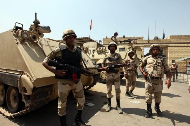 Na ulicach Egiptu wciąż jest niespokojnie. /Khaled  Elfiqi /PAP/EPA