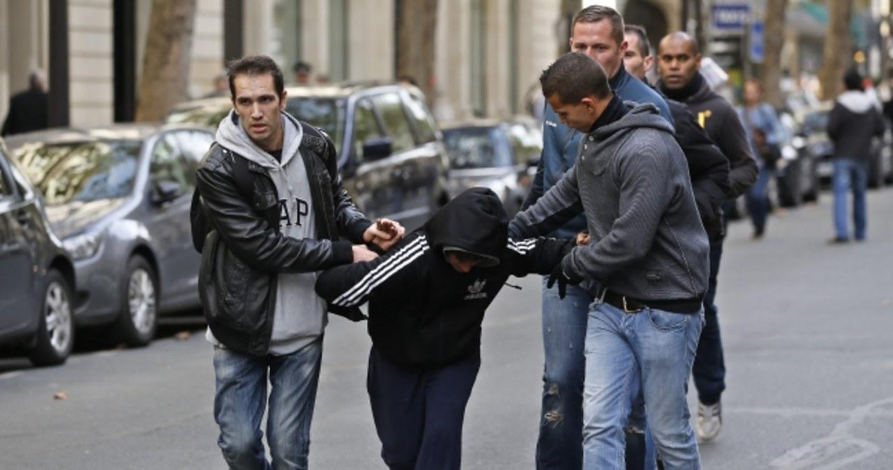 Na ulice Paryża wyszły tysiące nastolatków