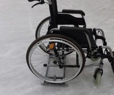 Na wózku jak na łyżwach. Złotowskie lodowisko przyjazne niepełnosprawnym