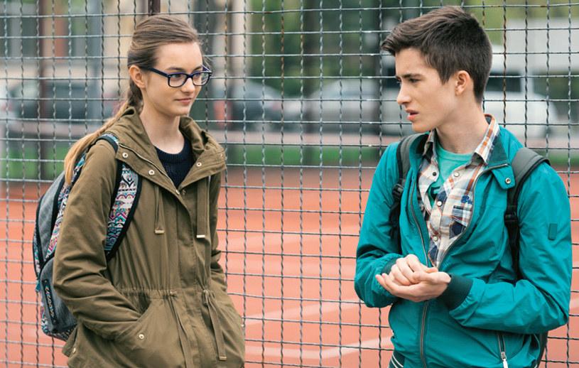 """""""Na Wspólnej"""": Na osobności młody Berg podziękuje Mai za pigułkę i umówi się z nią na randkę /Świat Seriali"""