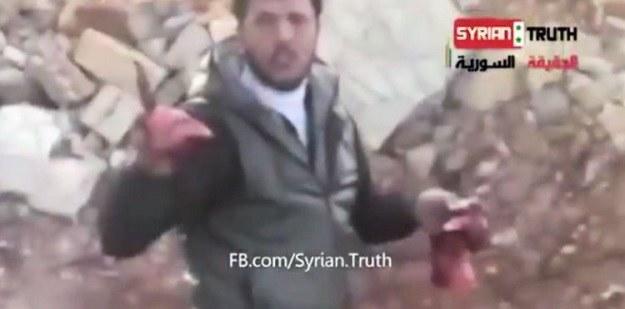 Na YouTube można znaleźć słynny filmik, w którym Khaled al-Hamad zjada ludzkie mięso /YouTube