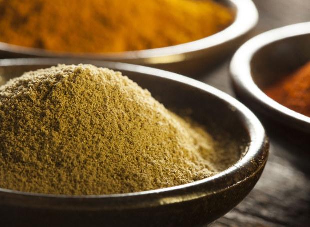 """Na Zachodzie nazwa """"curry"""" kojarzy się raczej z gotową mieszanką  przypraw /©123RF/PICSEL"""