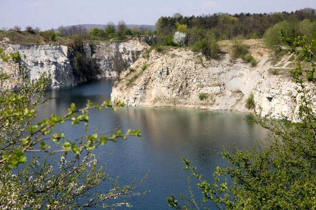 Na Zakrzówku znajduje się zalew Zakrzówek, który powstał w 1990/fot. Damian Klamka /East News