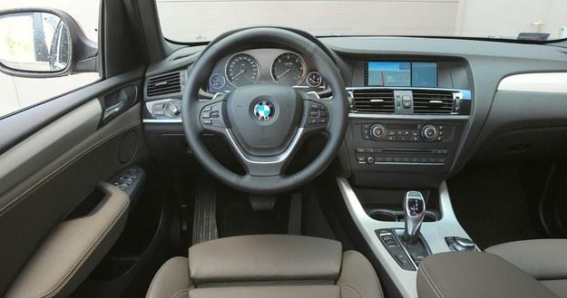 Na zdjęciach występuje auto stosunkowo nowe, ale na tablicy przyrządów samochodu z przebiegiem 160 000 km też nie znaleźliśmy istotnych śladów zużycia z wyjątkiem wytartej warstwy ochronnej na ekranie centralnym. /Motor