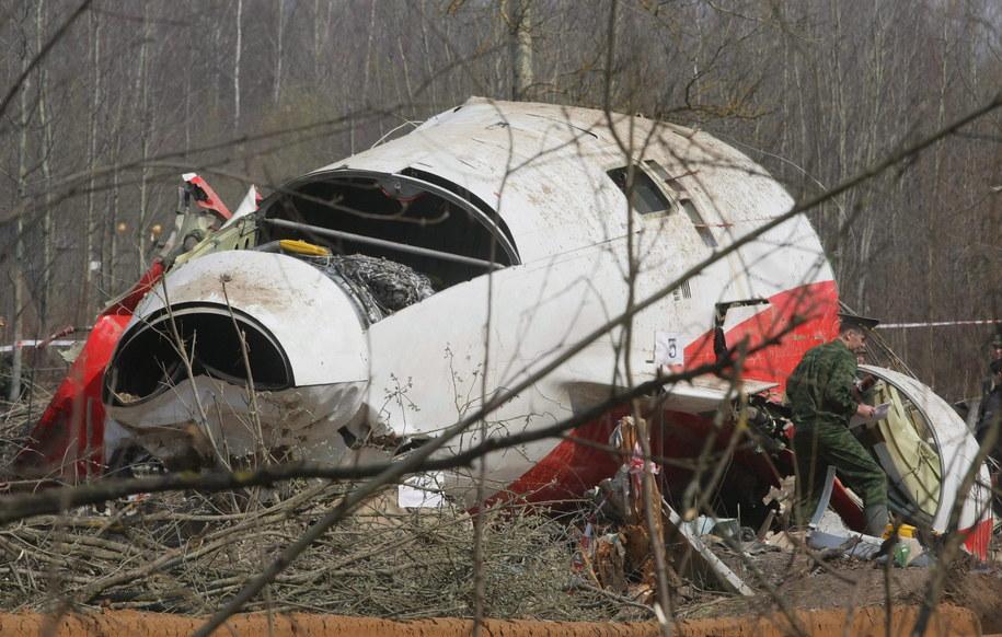 Na zdjęciu archiwalnym z 11.04.2010 r. wrak prezydenckiego samolotu Tu-154 na miejscu katastrofy w Smoleńsku /SERGEI CHIRIKOV /PAP