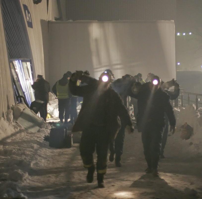Na zdjęciu archiwalnym z 28.01.2006. akcja ratunkowa na miejscu katastrofy budowlanej w Katowicach /Andrzej Grygiel   /PAP