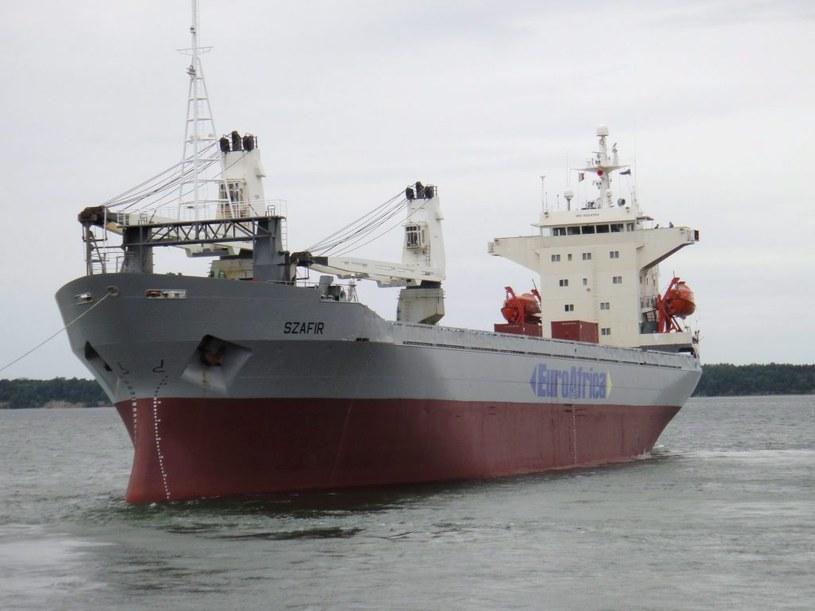 Na zdjęciu archiwalnym z 30.06.2012 r. należący do Linii Żeglugowych Euroafrica drobnicowiec MS Szafir wychodzi z portu w Tallinie /Euroafrica Linie Żeglugowe /PAP